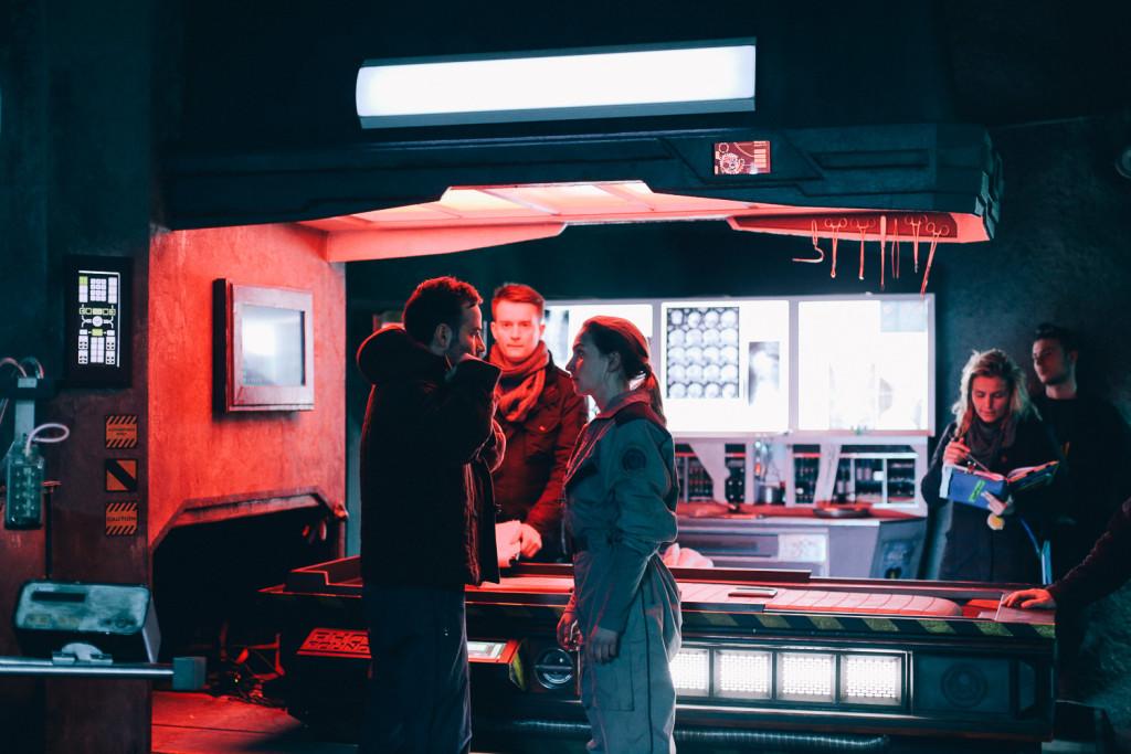 Szenenbesprechung unter der Erde: Beat Marti als David, Regisseur Christoph Heimer und Jana Klinge als Evelyn.
