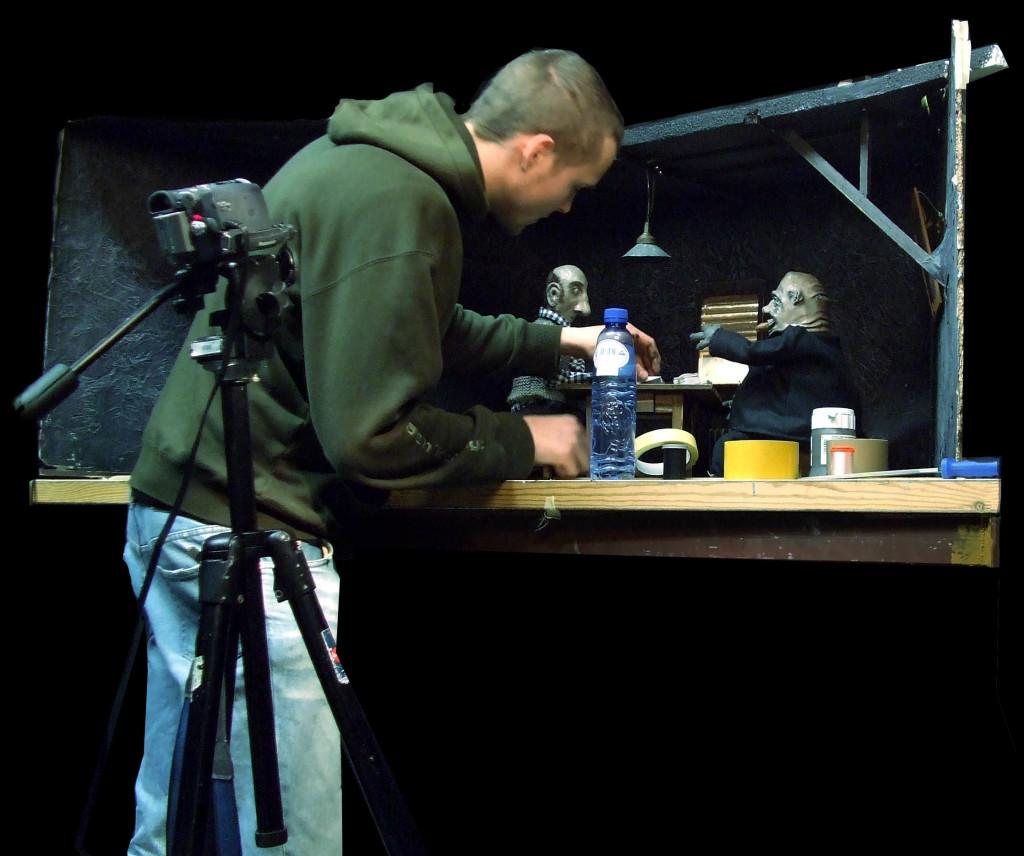 Eric Giessmann bei der Stop-Motion-Animation. Foto: Eric Giessmann