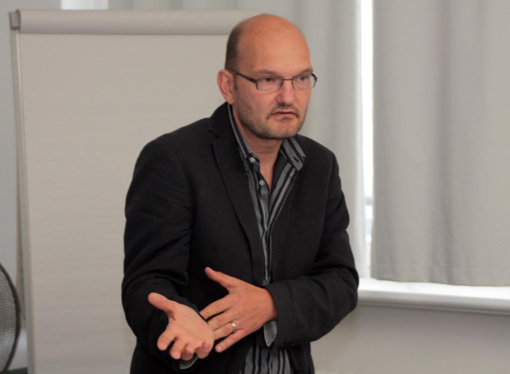 """Dramaturg und Autor Oliver Schütte widmet sich im Dezember der aktuellen Serie """"Deutschland 83"""""""
